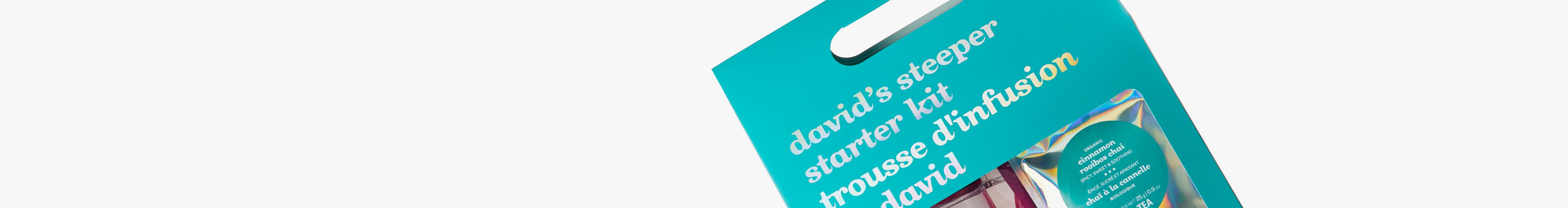 La trousse d'infusion de David sur un fond blanc.
