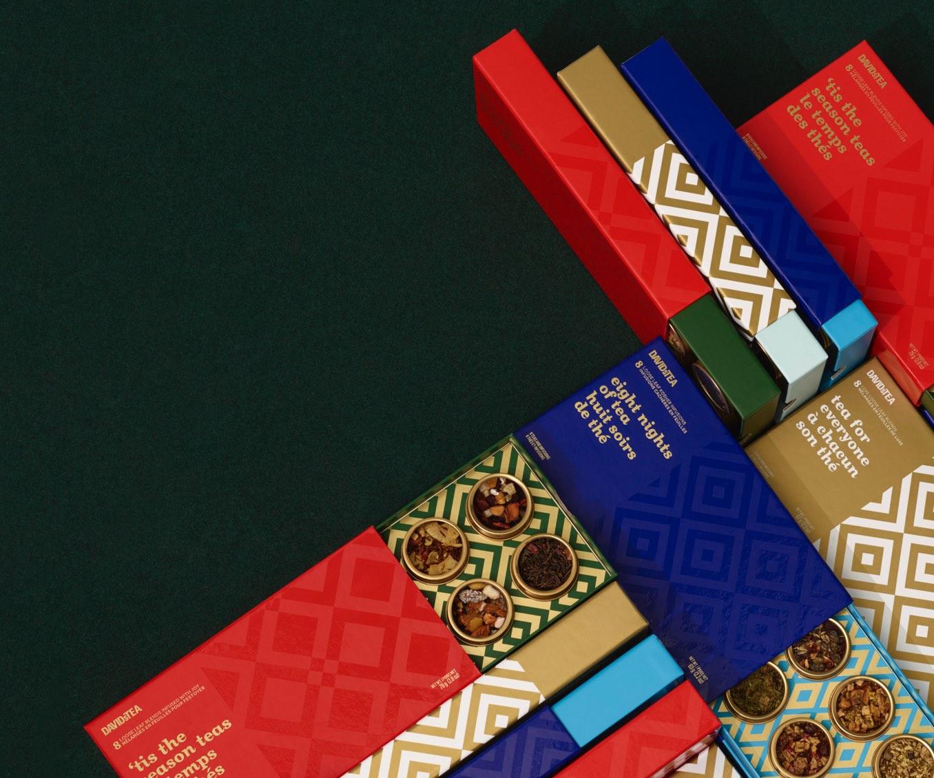 Diverses boîtes de 8 thés placées à l'horizontale et à la verticale.