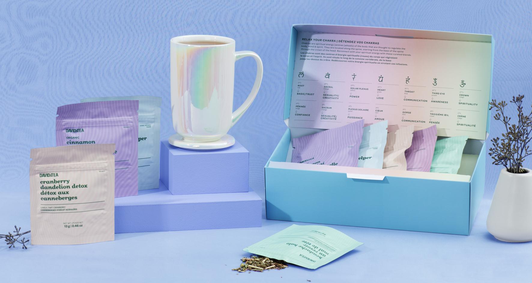 Tasse 16 oz en céramique blanche à fini nacré, ensemble de thés en feuilles ouvert avec 5 thés et infusions ayurvédiques.