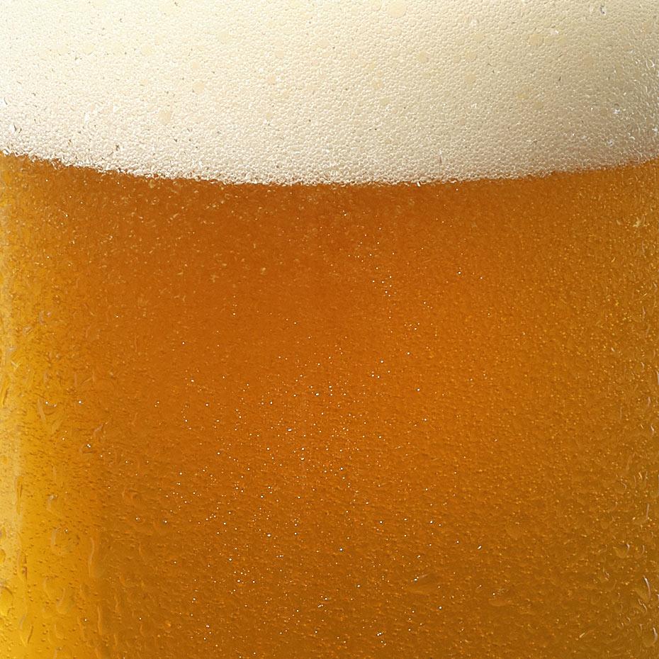 Close up of DAVIDsTEA x Beau's London Fog beer.
