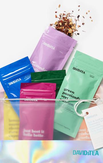 Achetez la pochette de voyage Ensemble découverte des thés chauds et glacés contenant 12 thés et infusions en feuilles.